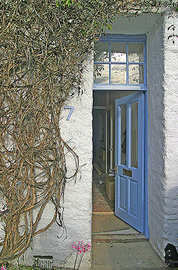 front door of 7, the grove, bed and breakfast, totnes